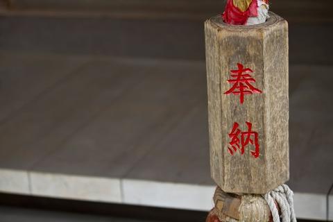 神社のカランカランと鳴らすやつ